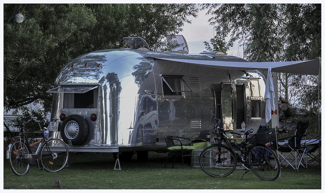 """Sta ik op de camping in Makkum ,staat daar voor mij een """"Airstream"""""""