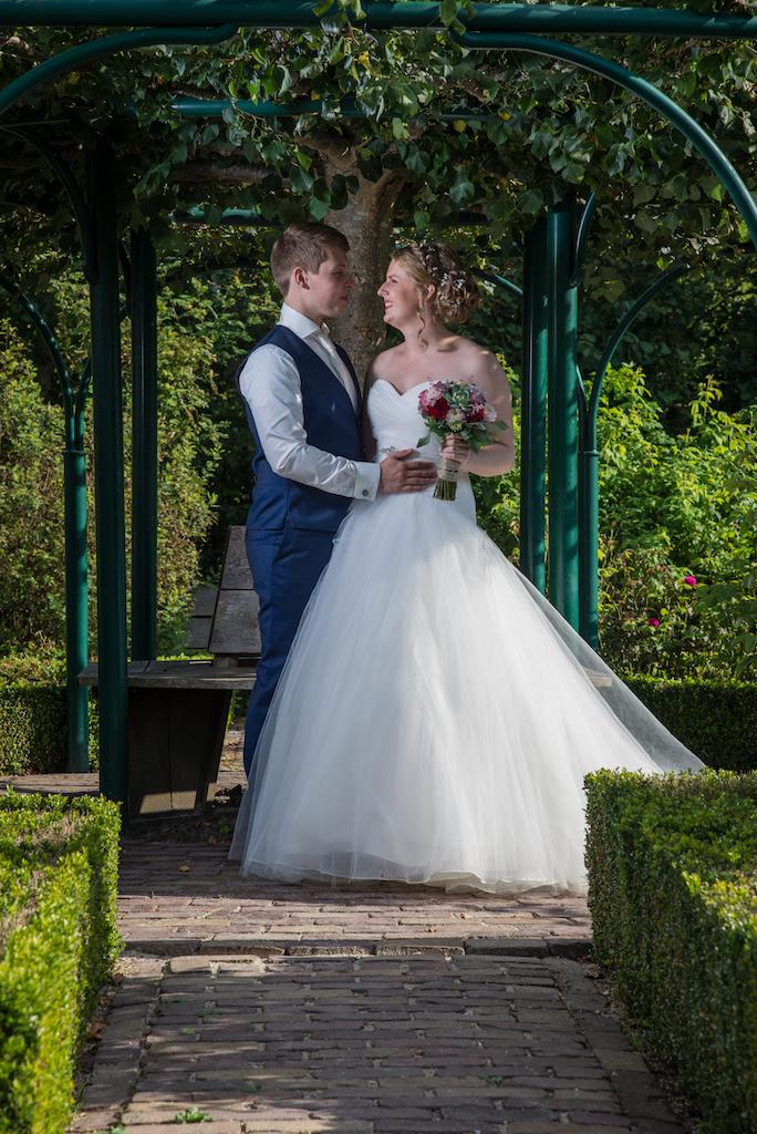 De bruidsfoto's zijn weer aangevuld.Bedankt bruidspaar.Was een geweldige dag samen.